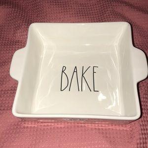 Rae Dunn 'BAKE' Large Square bake pan